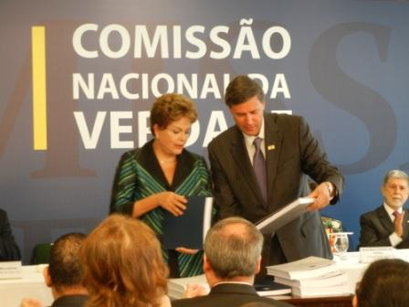 Commission coordinator Pedro Dallari presents final report to President Dilma Rousseff. (Photo courtesy of Nina Schneider)